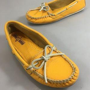 Minnetonka Womens 7 Lemon Yellow Leather Moccasins
